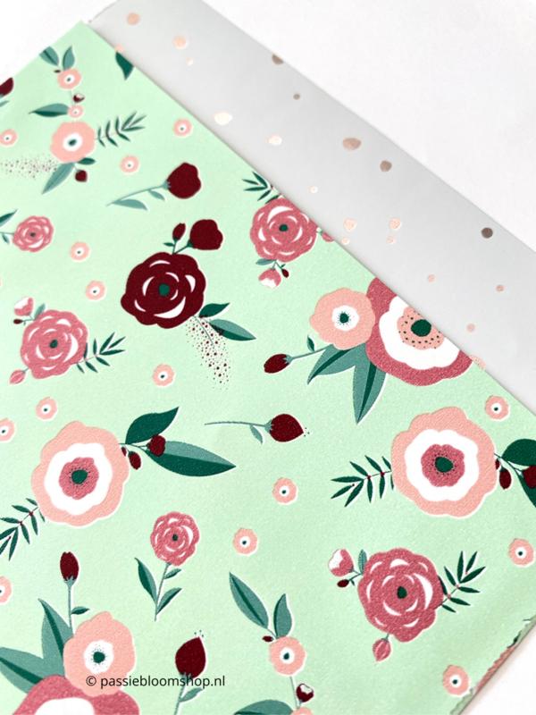 Cadeauzakjes mint groen met roze bloemen