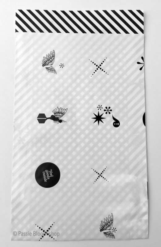 Cadeauzakjes zwart wit figuren 12x19
