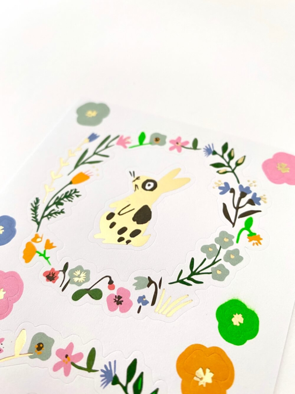 Stickervel bloemenkrans konijntje
