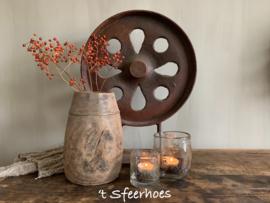 stoer oud ijzeren ornament roest