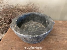 groot oud doorleefd stenen potje