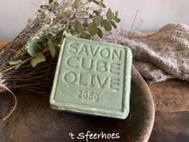 blok zeep, groene olijven