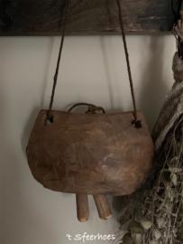 grote oud doorleefde houten koebel