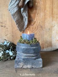 oude doorleefde houten poer kandelaar