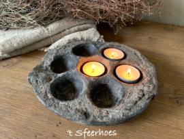 oud doorleefde stenen viskoekjesschaal