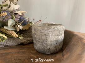 oud stenen (lepeltjes/suiker) potje