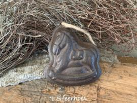 gietijzeren bakvormpje aan touw, paard