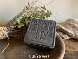 blok zeep, zwarte olijven