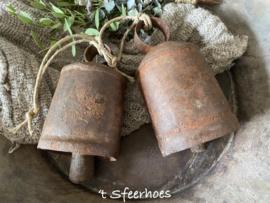 oud ijzeren bel aan touw, rechts