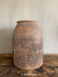 grote oud doorleefde houten kruik pot