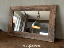 Oude doorleefde houten railway spiegel 60x40 cm