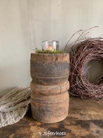 unieke oude doorleefde houten vijzel