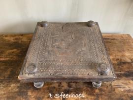 authentieke oud doorleefd houten bajottafeltje uit India