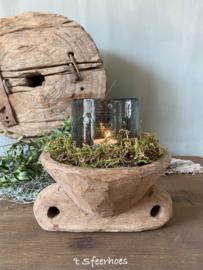 oude doorleefde houten graanverdeler