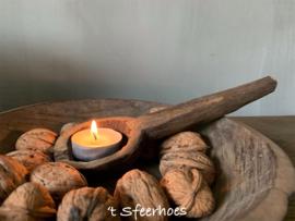 oud doorleefde houten lepel