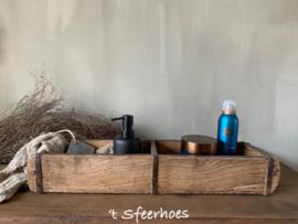 oude doorleefde houten steenmal dubbel
