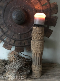 stoere houten tribal kandelaar, hoogte 36,5 cm