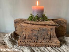 stoer doorleefd houten ornament
