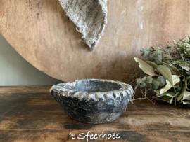 uniek oud doorleefd stenen bakje/schaaltje