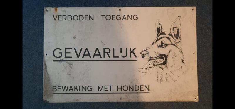 Waarschuwingsbord: Gevaarlijk bewaking met honden!