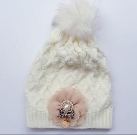 Wintermuts wit/crème met parelapplicatie en hanger