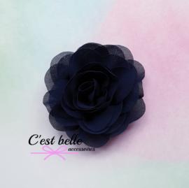 Chiffon haarbloem roos 8,5cm donkerblauw