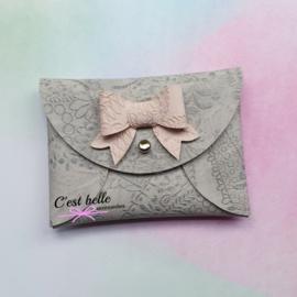 Pouchy clutch || tasje portemonneetje grijs print met roze strikje