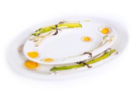 Schaal met asperges en eitjes, klein