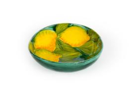 Groene schaal met citroenen medium