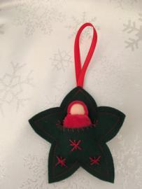 Kersthanger/ Christmas hangers - Ster groen met rood poppetje