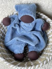 Knuffeltje - bamboe-katoen blauw met donkere huidskleur