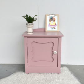 Roze nachtkastje