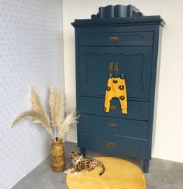 Gerestaureerde antieke kast