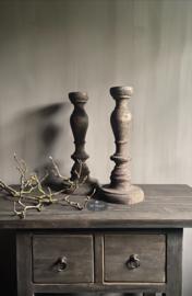 Oud houten verweerde kandelaar