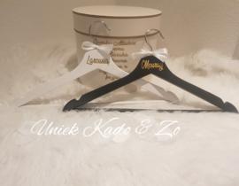 Hangers & mrs laroussa sjerp