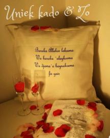 Huwelijks geschenk dua kussen melkglazen & geborduurdde handdoek