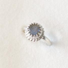 Zilveren kasteel ring met labradoriet