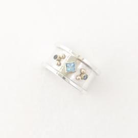 Zilveren ring met blauw Topaas