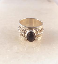Stapel ring met blauwe goudsteen
