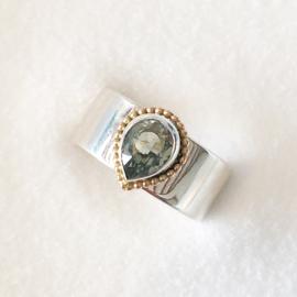 Zilveren ring met groene amathyst druppel