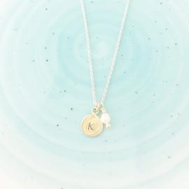Zilver collier met gouden plaatje en parel