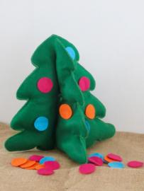 Kerstboom met gekleurde ballen voor Kiki