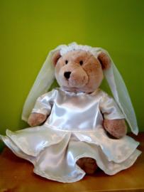 Bruid,  bruidsjurk met sleep voor Kiki