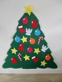 Kerstboom van 3 mm. dik vilt + versieringen voor op de vloer.