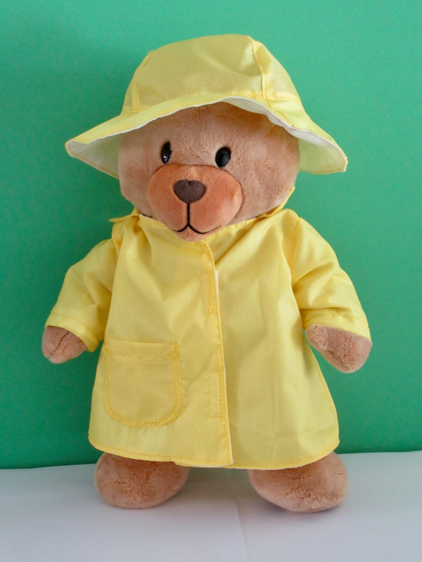 Gele regenjas en hoed voor Kiki