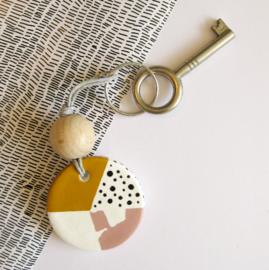Barabrenda | Sleutelhanger oker & roze met grijs koord