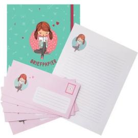 Briefpapier meisje met boek