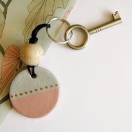 Barabrenda | Sleutelhanger grijs & roze met zwart koord