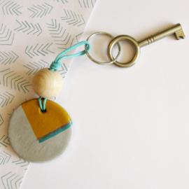 Barabrenda | Sleutelhanger grijs & oker met groen koord