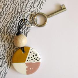 Barabrenda | Sleutelhanger oker & roze met zwart koord